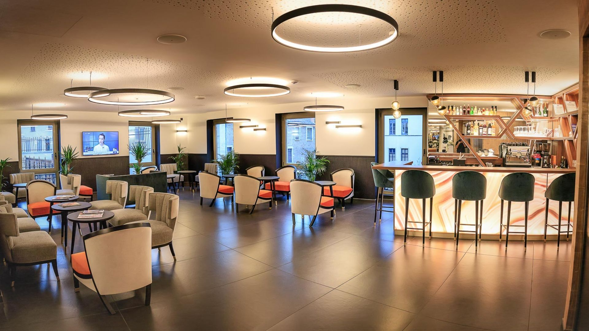 360-panorama-skybar-tgv-macon-bourgogne-beaujolais-lyon-lobby